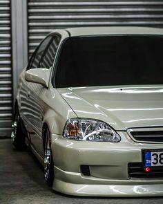 Honda Civic Es, Honda Civic Hatchback, Tuner Cars, Jdm Cars, Honda 2000, Slammed Cars, Sneaker Art, Honda Cars, Japan Cars