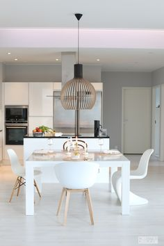 Octo 4240 pendant by Secto Design in the beautiful home of the Finnish blogger behind the famous Modernisti Kodikas blog. http://divaaniblogit.fi/modernistikodikas/