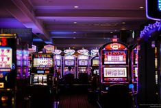 Here's an interesting scent fact. Gamblers at Las Vegas Hilton Casino spent more time at slot machines when the casino was perfumed with a floral scent. The stronger the scent, the longer they stayed. Casino Royale, Las Vegas, Vegas Casino, Dinner Recipes For Kids, Kids Meals, Girl Faces, Party Poker, Video Vintage, Vintage Diy