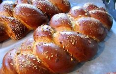 the best tsoureki ever? Greek Desserts, Greek Recipes, Low Calorie Cake, Pastry Board, Greek Dishes, Bread And Pastries, Sweet Bread, Pretzel Bites, Cooking Time