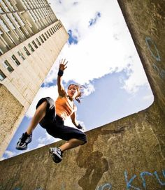 Women's International Parkour - Tracey Tiltman by And Day Action Pose Reference, Pose Reference Photo, Figure Drawing Reference, Action Poses, Anatomy Reference, Human Reference, What Is Tomorrow, Parkour Moves, Animal Flow