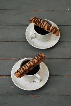Vegan Almond Biscotti | Leaves & Flours #vegan #veganmofo