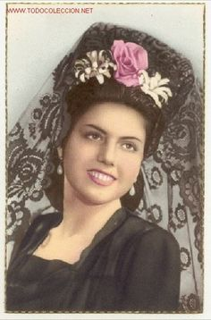 Preciosa postal: bonita joven señorita con una elegante mantilla negra y peineta  (Postales - Galantes y Mujeres)