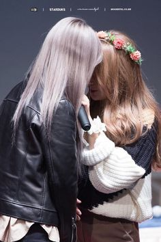 Moonbyul meets someone online, but she doesn't knw that that person was from her class.the new girl, who is she? To moonbyul, she was different and special. Mamamoo Solar, Kpop Girl Groups, Kpop Girls, Boy Groups, Wattpad, K Pop, Kpop Girl Bands, Mamamoo Moonbyul, Gifs
