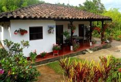 Risultati immagini per decoracion terrazas campestres Indian Home Design, Village House Design, Village Houses, Spanish Style Homes, Spanish House, Future House, Adobe Haus, Kerala Houses, Hacienda Style