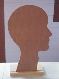 J) PRESENTOIR TETE HOMME POUR BONNET CHAPEAU ETC 'EN BOIS expo