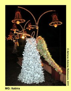 ITABIRA (MG) Christmas decorations made of PET bottles (2009)