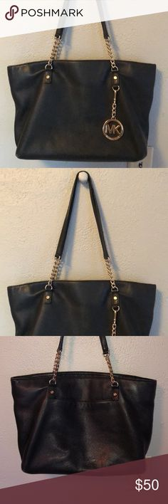 Shop Women's Michael Kors size OS Totes at a discounted price at Poshmark. Description: A black Michael kors purse. Wear is pictured on the back of the purse! Make an offer! Michael Kors Bag, Totes, Purses, Best Deals, How To Wear, Closet, Bags, Things To Sell, Style