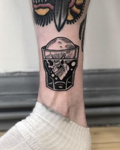 old school tattoo men & old school tattoo ; old school tattoo traditional ; old school tattoo sleeve ; old school tattoo men ; old school tattoo designs ; old school tattoo black ; old school tattoo girly ; old school tattoo traditional black Kritzelei Tattoo, Knee Tattoo, Back Tattoo, Tattoo Quotes, Mens Leg Tattoo, Tattoo Moon, Tiny Tattoo, Tattoo Fonts, Traditional Black Tattoo