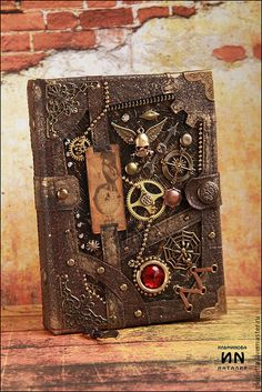 """Handmade notebook """"Treasures of the ship's hold"""". Chat Steampunk, Steampunk Book, Steampunk Crafts, Steampunk Clothing, Steampunk Fashion, Mixed Media Canvas, Mixed Media Art, Steampunk Accessoires, Handmade Journals"""