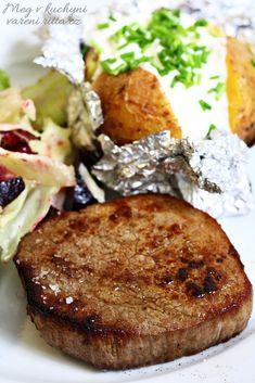 Hovězí steak s pečenou bramborou a domácí lučinou, salát s pečenou červenou řepou Steak, Food, Meal, Essen, Steaks, Hoods, Meals, Eten, Beef