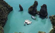 """Construído na Ilha de Kudu, na Tailândia, o cinema flutuante é único no mundo em tais dimensões - Foto: Divulgação/ Festival """"Film on the Rocks Yao Noi"""""""