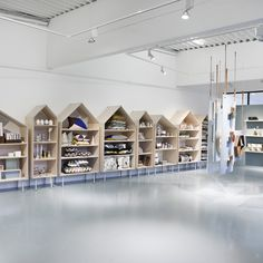 Showroom and store from Ferm Living. Shoe Store Design, Retail Store Design, Boutique Deco, Pet Boutique, Boutique Stores, Baby Store Display, Showroom Design, Lokal, Kids Store