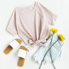 Tie Front Crop Tee Flat Lay Photography, Clothing Photography, Fashion Photography, Teen Fashion Outfits, Mode Outfits, Casual Outfits, Flatlay Styling, Crop Tee, Summer Outfits