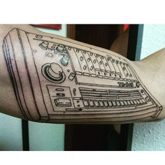 #mulpix Tattoo de hoy! Para Aitor!! Primera sesión de la linea de una tr-808 #tattoooftheday #tattoo # ink #music #tr-808 #line #firstsesion #duster #newskulltattoo #Alicante #yababales