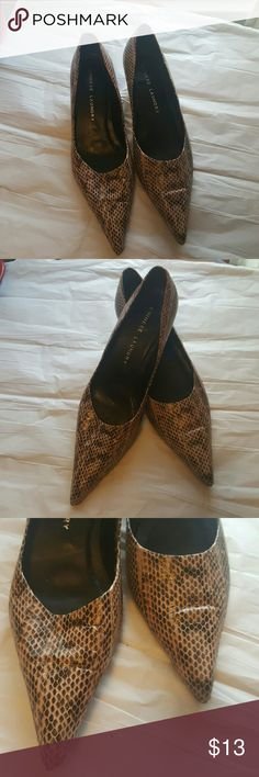 Final price9m chinese laundry pointed toe low heel Pretty decent used condition. So e peeling picked only on the inside of one of the shoes. Chinese Laundry Shoes Heels