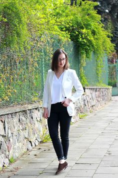 fashion blogger; white striped blazer from Zara
