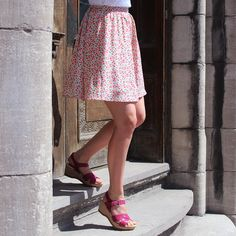 Street Look, Street Style Looks, Floral Print Skirt, Floral Prints, Hush Puppies Women, Women's Sandals, Hush Hush, Printed Skirts, Lace Skirt
