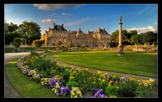Travel Guide: Jardin du Luxembourg in Paris, France Palais Du Luxembourg, Luxembourg Gardens, Paris Travel, France Travel, Most Beautiful Gardens, Beautiful Places, Places Around The World, Travel Around The World, Monuments