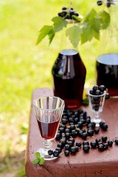 La vraie crème de cassis maison Non Alcoholic Drinks, Cocktail Drinks, Types Of Cocktails, Homemade Liquor, Real Homemade, Vegetable Drinks, Slushies, Milkshake, Fresh Fruit