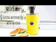 Novis Vita Juicer: Juicing watermelon