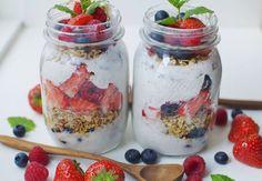 Lækker morgenmadsparfait med skyr og bær | Costume.dk