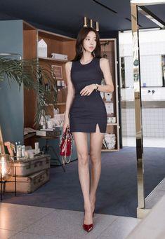 ( *`ω´) If you don't like what you see❤, please be kind and just move along. Asian Fashion, Girl Fashion, Fashion Outfits, Fashion Ideas, Beautiful Asian Women, Beautiful Legs, Model Legs, Pretty Korean Girls, Asian Cute