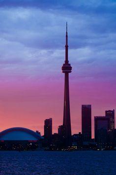 Dusk falling over the Toronto skyline Toronto Skyline, Toronto City, Toronto Travel, Places To Travel, Places To See, Canadian Travel, Last Minute Travel, Surf, Canada