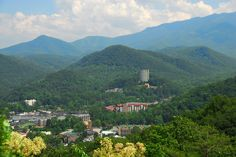 Gatlinburg, Tennessee is an ideal base for exploring Great Smoky Mountains National Park. Oh The Places You'll Go, Great Places, Places To Travel, Beautiful Places, Places To Visit, Gatlinburg Cabin Rentals, Gatlinburg Tennessee, Tennessee Usa, Highlands