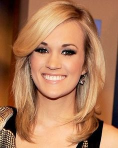 carrie underwood medium hair cut this is so cute. I would get this length if I ever get the courage to cut my hair. Medium Hair Cuts, Medium Hair Styles, Short Hair Styles, Medium Cut, Carrie Underwood, My Hairstyle, Pretty Hairstyles, Cut My Hair, Her Hair