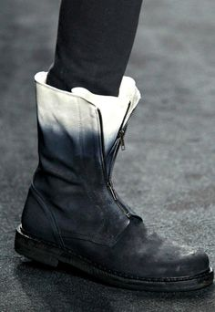 Boot with black-white color gradient, eb