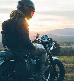 Photoshoot goals - Nur Syafawati Yazid - Cafe racer and more - Trend Frauen Fahrrad Motorbike Girl, Motorcycle Bike, Lady Biker, Biker Girl, Bike Motor, Cars Vintage, Bobber Custom, Bike Photoshoot, Cafe Racer Girl