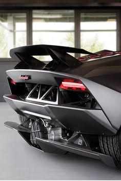 Lamborghini  Plus de découvertes sur Le Blog des Tendances.fr #tendance #voiture #bateau #blogueur