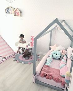 Find out about getting the right timing to switch from toddler crib and more DIY toddler bed ideas which suits your needs. Diy Toddler Bed, Toddler Rooms, Baby Bedroom, Girls Bedroom, Little Girl Rooms, Boy Room, Room Kids, Kids Rooms, Kid Beds