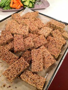Mellanmål - TV4 - Ulrika Davidsson - kostrådgivare Meat Recipes For Dinner, Healthy Crockpot Recipes, Raw Food Recipes, Gluten Free Recipes, Raw Bars, Ground Beef Recipes, Healthy Baking, Healthy Food, Food Videos