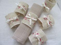 6 rond de serviettes en toile de jute et fleurie : Accessoires de maison par les-creations-deco-de-bea