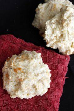 cheesy jalapeño drop biscuits   bakeology by lisa