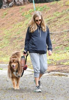 pregnant-amanda-seyfried-walks-her-dog-out-in-los-angeles-02-21-2017_1.jpg (535×770)