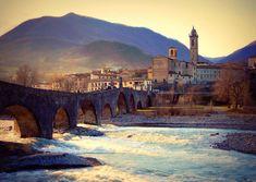 Ponte Gobbo, Bobbio (Italy). www.italianways.com/the-humpback-bridge-in-bobbio-and-the-devils-kick/