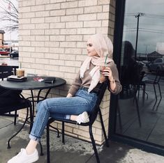 Fashion Outfits Winter Sport Ideas For 2019 Modern Hijab Fashion, Street Hijab Fashion, Hijab Fashion Inspiration, Muslim Fashion, Modest Fashion, Trendy Fashion, Korean Fashion, Casual Hijab Outfit, Hijab Chic