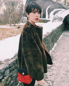 Instagram photo by _caede_ - 突然出会ったvintageのムートンコート。 氷点下の気温にも全く動じない暖かさ。 さすがHERMES #時が経っても素晴らしいもの #ずっと大事にしたいもの #lovevtg #hermes #bag#vtgchanel