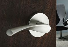Emtek Hardware sleek modern door handle good for arthritic hands, great product. Interior Door Knobs, Black Interior Doors, Black Doors, Modern Interior, Black Door Handles, Cool Doors, Modern Door, Door Levers, Types Of Doors
