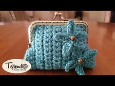 Monedero de ganchillo con base rectangular para una boquilla cuadrada - YouTube Crochet Wallet, Crochet Coin Purse, Crochet Purses, Coin Purse Tutorial, Diy Bags Purses, Yarn Bag, Crochet Handbags, Tapestry Crochet, Crochet Videos