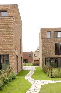 Abscis Architecten - omarmde binnengebied Factory Architecture, Plans Architecture, Landscape Architecture, Architecture Design, Community Housing, Social Housing, Urban Planning, Urban Design, Building A House