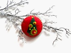 Felt Christmas tree brooch Holiday jewelry by bboutiquebeauties, $8.00
