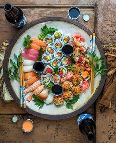 Make Sushi 1 Sushi Recipes, Asian Recipes, Cooking Recipes, Healthy Recipes, Sushi Platter, Seafood Platter, Sushi Party, Food Porn, Food Platters