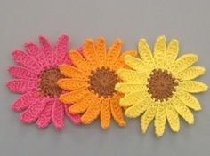 Large Handmade Crochet Shasta Daisy Appliques.  I just need to learn to crochet now!!  lol...
