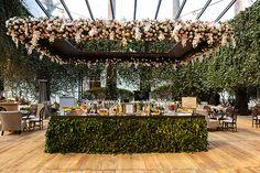 Casamento na Fazenda Vila Rica: Roberta Maia + Cassio Beldi - Constance Zahn Wedding Backdrop Design, Wedding Hall Decorations, Wedding Themes, Wedding Designs, Wedding Venues, Wedding Goals, Wedding Planning, Dream Wedding, Wedding Day