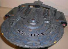 Star Trek Fleet, Star Trek Ships, Lightsaber Parts, Uss Discovery, Star Trek Online, Star Trek Cosplay, Starfleet Ships, Space Fighter, Sci Fi Spaceships