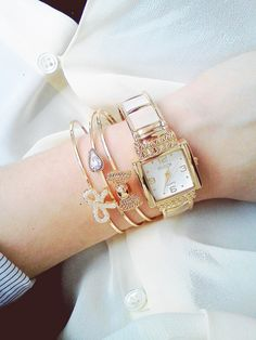 Fashion look. Watches and bangles. Bow Bracelet, Fashion Looks, Style Fashion, Bangles, Bracelets, Fashion Accessories, Bows, Jewels, Pretty